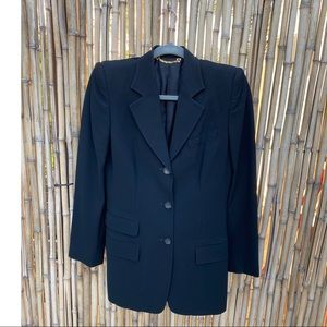 GUCCI blazer sz 42, double pocket detail Stunning!
